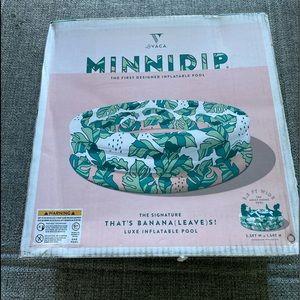 Minnidip Pool: That's Banana leaves